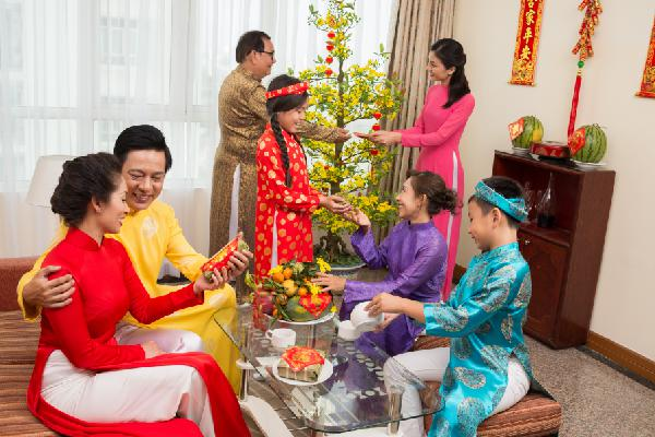 FILIAL PIETY WHEN TET COMES, SPRING COMES