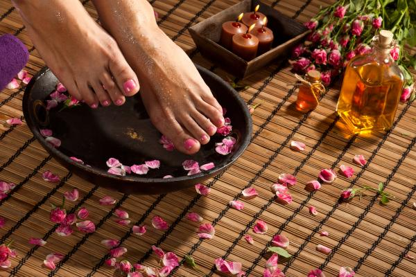 4 TYPES OF FOOT SOAKS CAN IMPROVE YOUR SLEEP